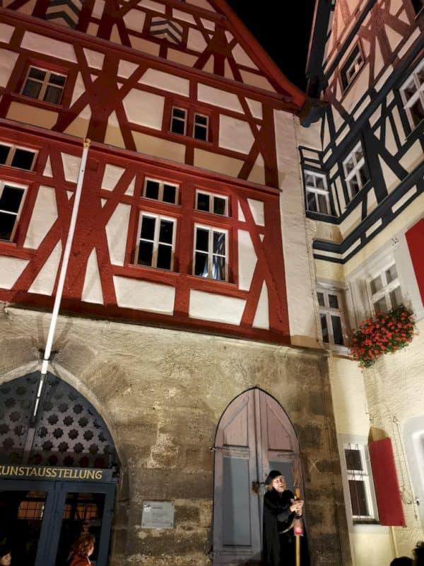 Während der Nachtwächterführung erfahren wir viel über Rothenburg ob der Tauber