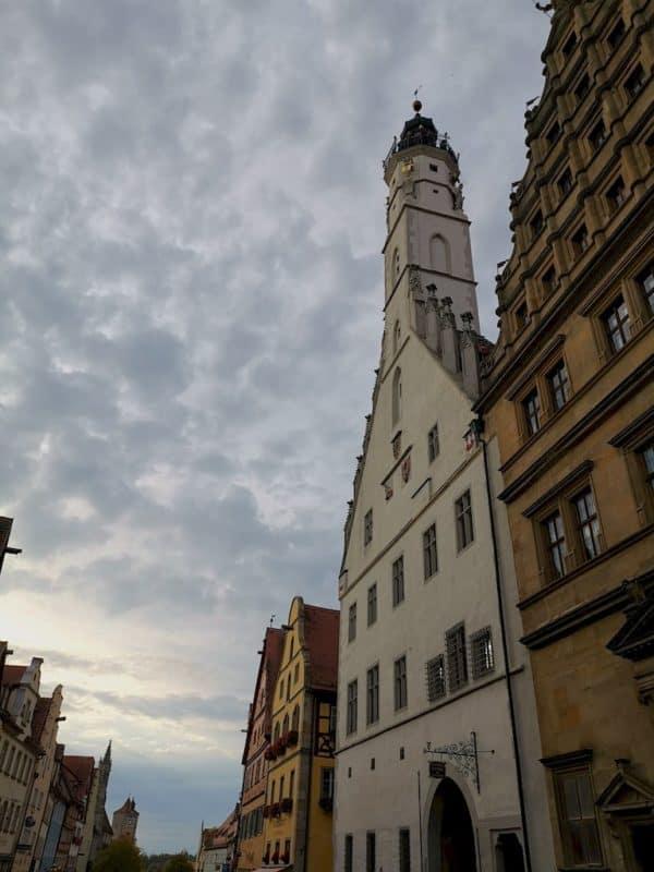 Da hoch geht es: Rathausturm in Rothenburg ob der Tauber