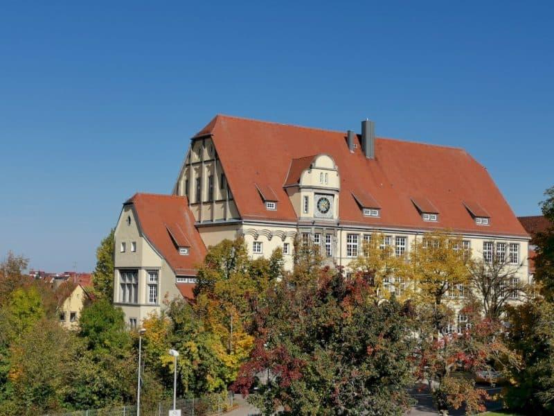 Die Berufsschule Rothenburg nahe dem Pulverturm hat ein schönes Zuhause gefunden