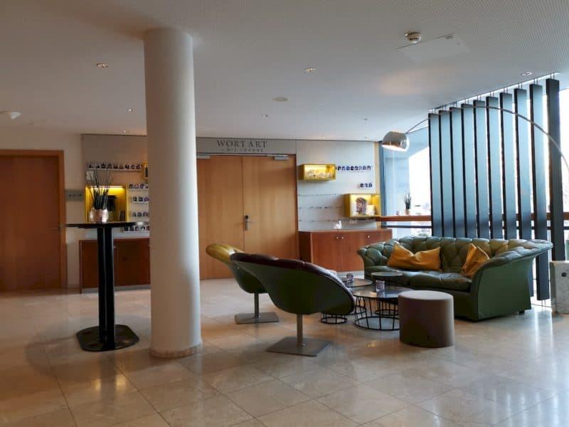 Der Platz gegenüber in der Lobby in der WASNERIN