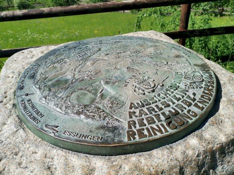 Aussichtspunkt Karlstein - Metallplatte mir Ortsangaben