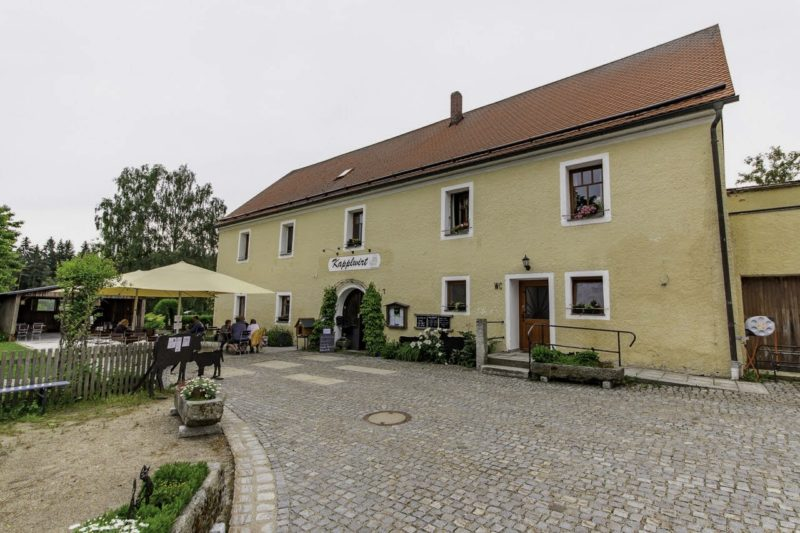 Restaurant Kapplwirt mit Biergarten direkt an der Dreifaltigkeitskirche Kappl Waldsassen (Foto: Alex Willig)
