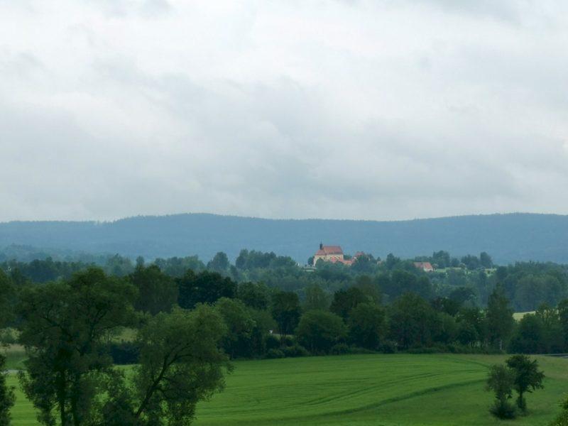 Ausblick hinter Bad Neualbenreuth auf die kleine Kappl (leicht gezoomt)