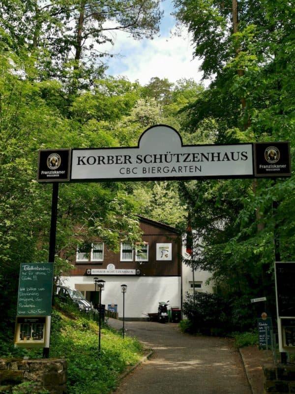 Eingang zum CBC Biergarten am Korber Schützenhaus