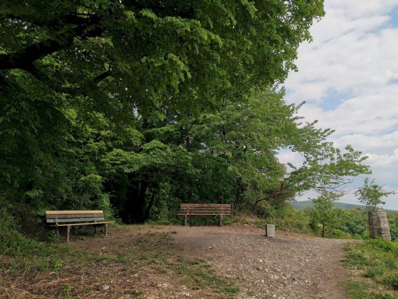 Zwei Bänke mit Aussicht am Hörnleskopf Korb