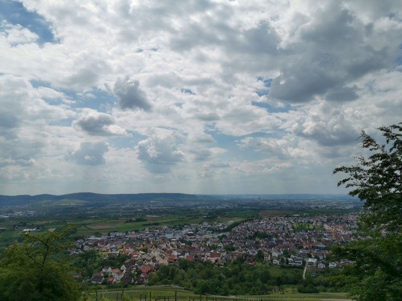 Blick ins Remstal kurz vor dem Hörnleskopf - mit dramatischen Wolken