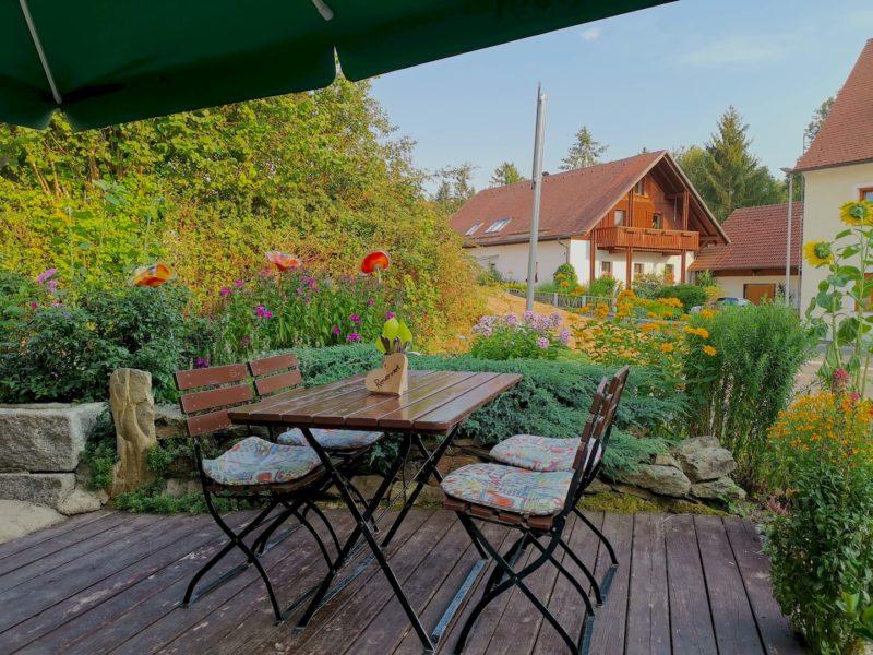 Die Sonnenterrasse im Adamhof Hardeck