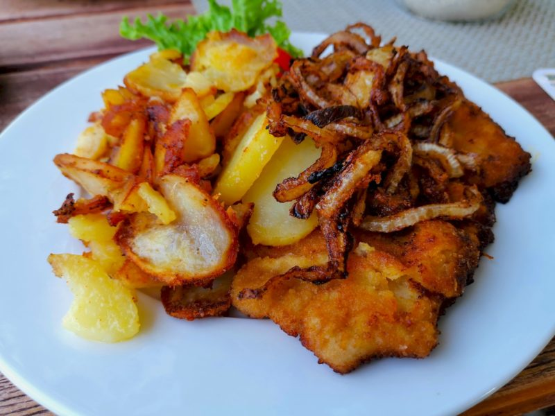 Münchner Schnitzel mit Bratkartoffeln im Kondrauer Hof