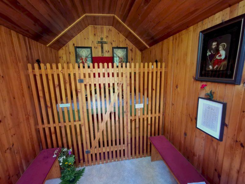 Das Innere der Waldkapelle im Wald von Waldsassen