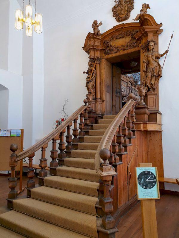 Der Eingang lässt schon erahnen, wie toll die Klosterbibliothek Waldsassen ist
