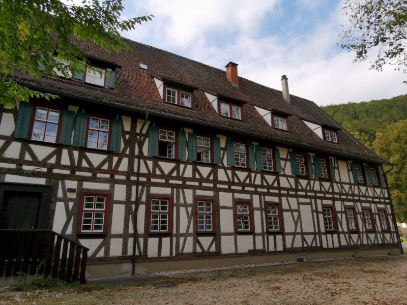 Auch im Kloster Blaubeuren gibt es schönes Fachwerk