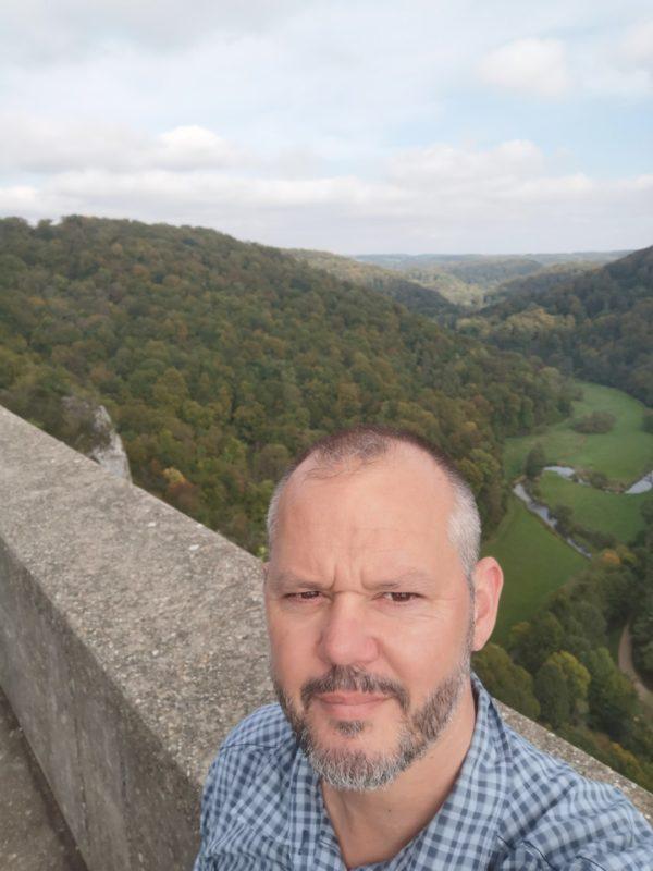 Ich, kaputt vom Aufstieg auf die Burgruine Wartstein