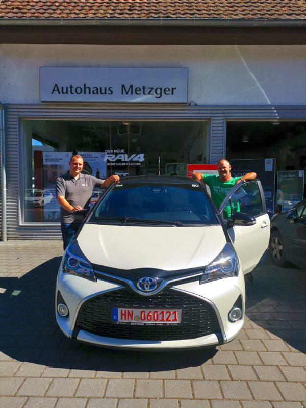 Mein Toyota Yaris Hybrid (und Marco und ich)