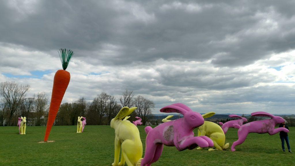 Sitz- und Flitzhasen im Scharnhauser Park