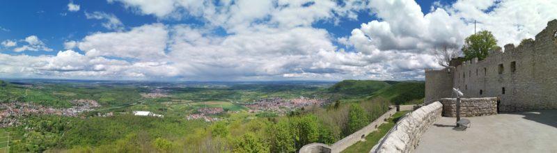 Panorama direkt unterhalb der Burg Hohenneuffen