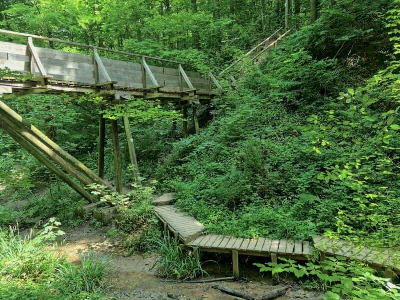 Die Brücke und Stehe von unten